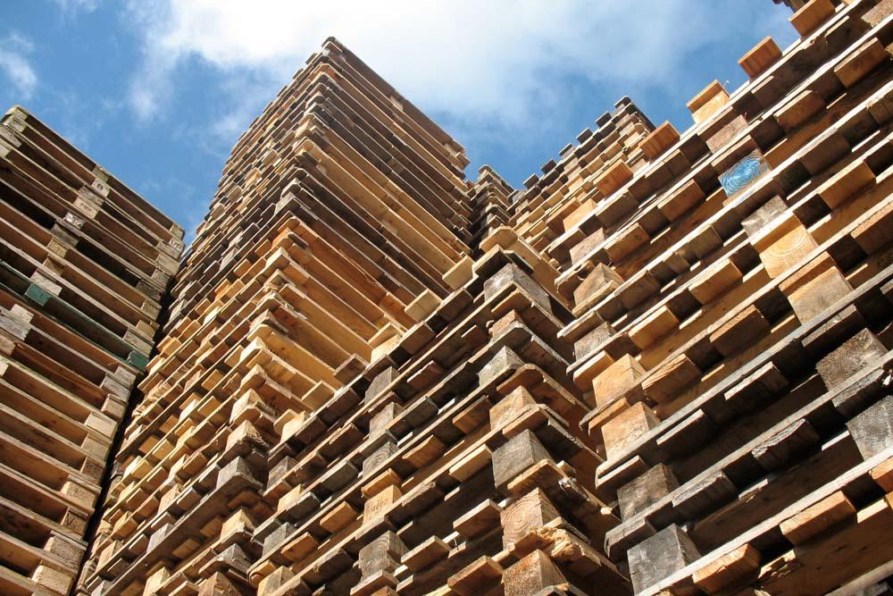 wooden-pallet-stack